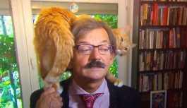 Polonyalı tarihçinin röportajına kedisi de dahil oldu