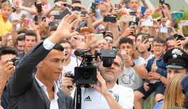 Ronaldo, Juventus'a imzayı atıyor