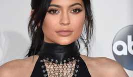 Zuckerberg'i sollayan Kylie Jenner, Forbes'e kapak oldu