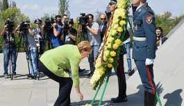 Merkel Erivan'da 1915 anıtına çelenk bıraktı, 'soykırım' demedi