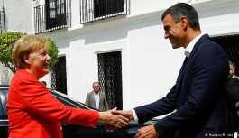Merkel mülteci gündemiyle İspanya'da