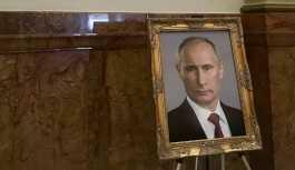 Trump yerine Putin'in portresini koyan ABD'li bürokrata disiplin cezası