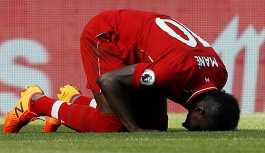 Liverpool'un Müslüman oyuncusu Mane maçtan sonra cami temizledi