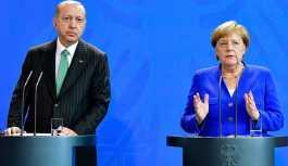 Merkel: Toplantıya katılmamak Can Dündar'ın kendi kararı