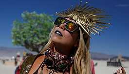 Sabah yazarı Tezel: Bizim ünlüler Burning Man'in ruhuna zarar veriyor