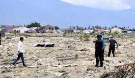 Endonezya'da deprem ve tsunaminin ardından yanardağ patladı