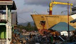 Endonezya'daki depremde morglarda yer kalmadı