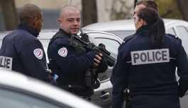 Fransa'da aşırı sağcılardan göçmenlere yardım eden derneğe baskın
