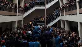 Liseliler tacizci öğretmenin istifasını istedi, dersleri boykot etti