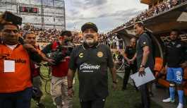 Maradona sabahları takım elbise giymediği...