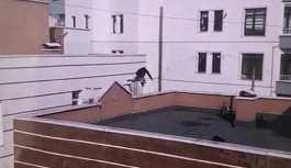 Çatıdan çatıya atlarken düşen genç hayatını kaybetti
