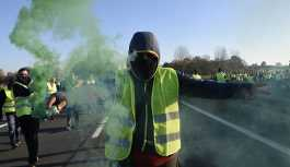 Fransa'da akaryakıt zamları ülke genelinde protesto edildi