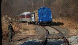 İlk trenler geldi: Güney - Kuzey Kore demiryolları birbirine bağlanacak