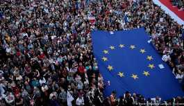 Polonya'da tartışmalı yasa için geri adım
