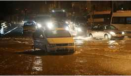 Adana'da sağanak yağış hayatı felç etti