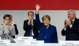 Almanların yüzde 38'i Merkel'in görevi erken bırakmasını istiyor