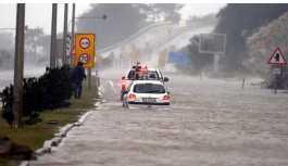 Antalya'da yağmur ve sel hayatı olumsuz etkiledi