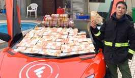 'Çinli Robin Hood' gözaltında: Çatıdan binlerce dolar saçtı