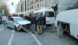 Direksiyon hakimiyetini kaybetmesi sonucu 3 kişi yaralandı
