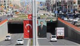 Erdoğan'a afiş ve bayrak düzenlemesi yanıtı: Kendinle başla!