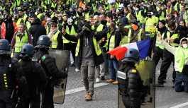 Fransa'da polis ve göstericilerin 'biber gazı' mücadelesi