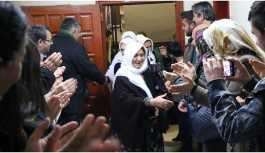 Serbest bırakılan 14 kişi açlık grevindekileri ziyaret etti