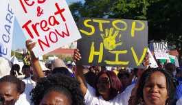 'Apartheid rejimiyle bağlantılı milisler, Güney Afrika'da siyahları yok etmek için sahte aşı kampanyasıyla AIDS yaydı'