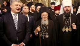 Bartholomeos, Ukrayna Ortodoks Kilisesi'ne otosefallik kazandıran Tomos'u Ukrayna'ya verdi