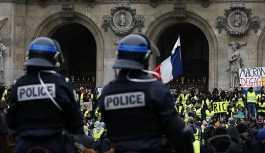 Fransa'da Sarı Yeleklerin gösterilerinde 216 kişi tutuklandı