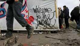 İngiltere sığınmacıları engellenmesi için donanmadan yardım istedi