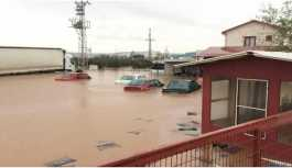 İzmir'de sağanak yağış hayatı zorlaştırıyor