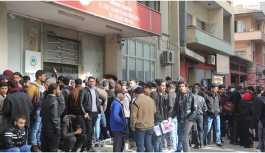 Mülteciler geçici kimlik için 10 gün kuyrukta bekliyor