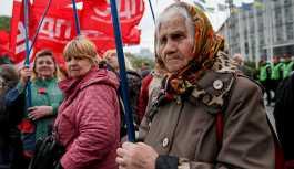 Ukrayna'da maaşlar yarı yarıya azaldı
