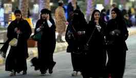 Apple, Suudi Arabistan'ın kadınların seyahatini engelleyen uygulamasını inceleyecek