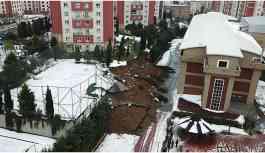 Başakşehir'de bir okulun istinat duvarı çöktü