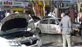 DEDAŞ'a ait trafo patladı, çevredeki araçlar yandı
