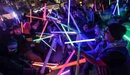 'Işın kılıcı düellosu' resmen spor oldu: Gençleri koltuklarından kaldırmak çok zor hale geldi