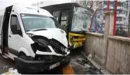 Kayapınar'da trafik kazası: 22 yaralı