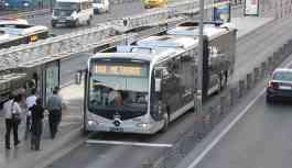 Metrobüste 'Biraz ilerle' tartışması: 1 kişi bıçaklandı