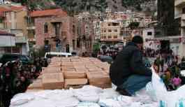 Rusya, Fırat'ın doğusundayken yerinden edilen göçmenlere insani yardım götürdü
