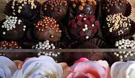 Sevgililer Günü: Japon kadınlar erkek iş arkadaşlarına artık zorla çikolata almak istemiyor