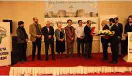 'Barış, Dostluk ve Demokrasi Ödülü' Hamzaoğlu'na verildi