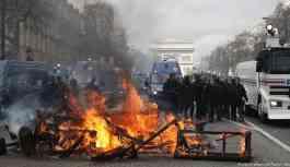 Fransa'da Sarı Yelekliler yine sokakta