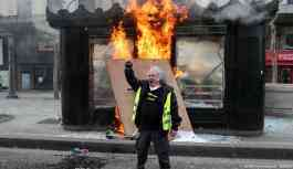Macron Sarı Yelekliler'e karşı tavrını sertleştiriyor