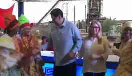 Maduro, karnavalda eşiyle dans etti: 'Maduro gitmiyor'