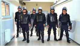 'Robokop' gardiyanların tutukluları darp ettiği iddiası