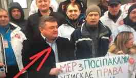 Ukraynalı belediye başkanı kendisi için düzenlenen protestoya katıldı: Kimse tanımadı