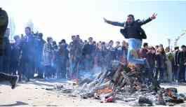 Van'da son yılların en görkemli Newroz'u kutlandı