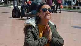 Taksim'de çocuk istismarını protesto eden kadın gözaltına alındı