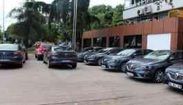 Belediye müdürleri aynı toplantıya 9 ayrı lüks araçla gitti